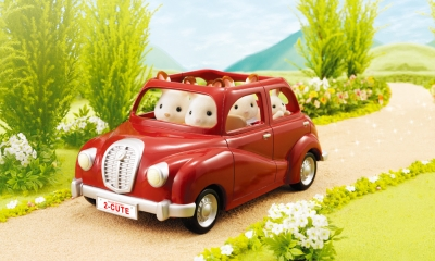 Calico Critters- Cherry Cruiser with Beaver or Sea Otter Family